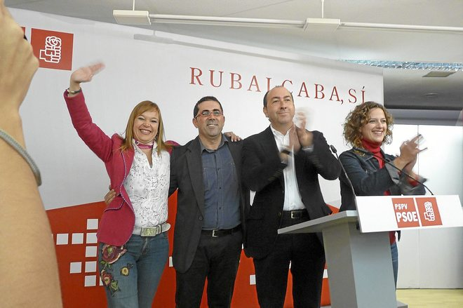 Leire Pajín, Federico Buyolo, Alejandro Soler y Elena Martín en un acto de las elecciones generales.