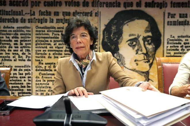 La ministra de Educación, Isabel Celaá, durante su comparecencia en...