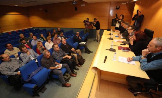 Reunión celebrada este jueves entre responsables de la Generalitat y representantes de los ayuntamientos.