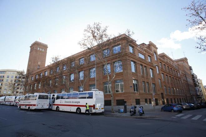 Fachada del Hospital de la Cruz Roja, en la madrileña avenida de la Reina Victoria.