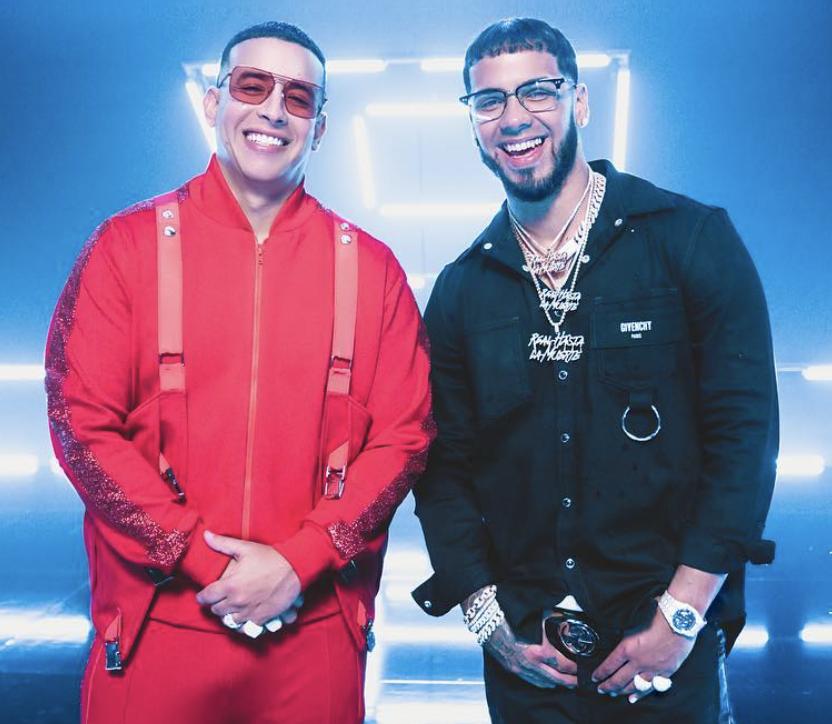 Daddy Yankee y Anuel AA en una imagen promocional de Adictiva