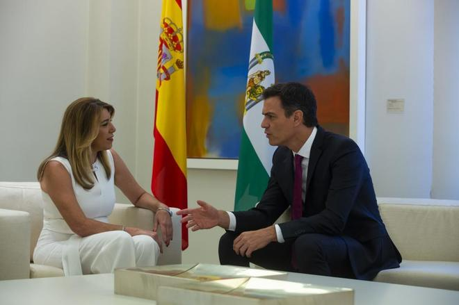 El presidente del Gobierno, Pedro Sánchez, en La Moncloa junto a la presidenta de la Junta de Andalucía, Susana Díaz, el pasado mes de julio.