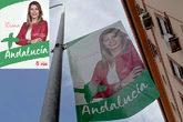A la izquierda, el cartel original de la campaña de Susana Díaz. A...