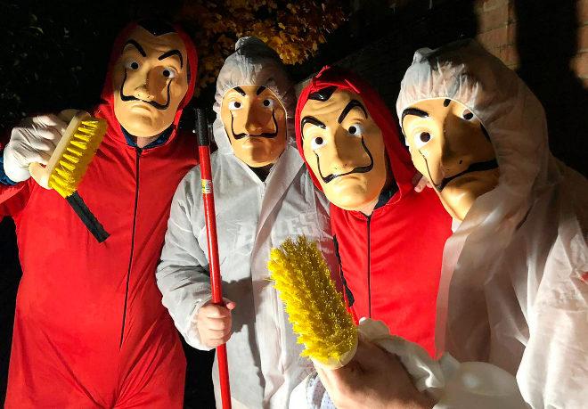 Los cuatros miembros del 'Comando Dalí Reconciliador' que limpiaron las pintadas de la casa del juez Llarena siguiendo órdenes de ' El Profesor'.