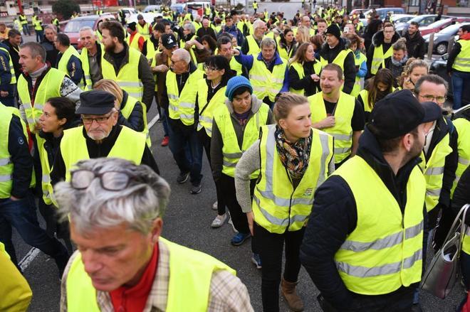 """Manifestación de los llamados """"chalecos amarillos"""" (Gilets jaunes) entre Albertville y  Chambery, al este de Francia."""