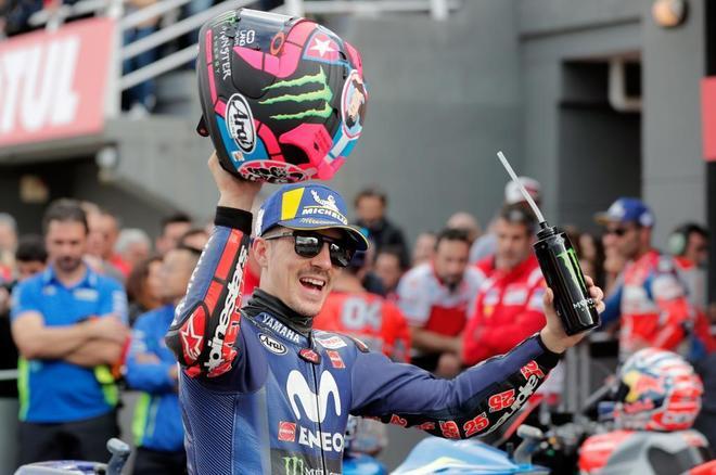 El piloto español de Movistar Yamaha Maverick Viñales, tras conseguir la pole.