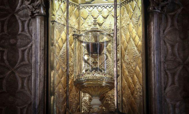 El Santo Cáliz en una capilla de la catedral de Valencia.