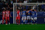 Los jugadores del Oviedo celebran un gol ante el Sporting.