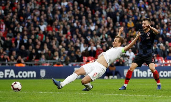 Harry Kane remata en el segundo palo el gol del triunfo inglés.