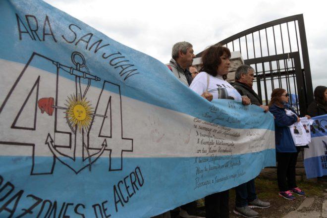 Los familiares de los tripulantes del ARA San Juan reclaman que se reflote la nave y las autoridades se niegan para