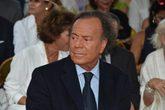 Javier Sánchez defiende que es hijo de Julio Iglesias, fruto de una...