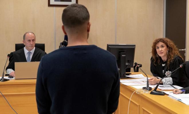 El miembro de la Manada Ángel Boza, este jueves en el juicio por el robo de las gafas.