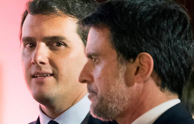 El presidente de Ciudadanos, Albert Rivera, y el candidato a la Alcaldía de Barcelona, Manuel Valls, en un acto en Barcelona