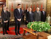 El presidente del Gobierno, Pedro Sánchez, acompañado por el...