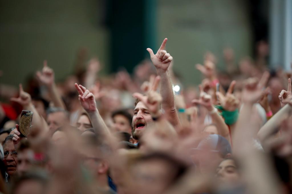 -FOTODELDIA- BAS101. BUENOS AIRES (ARGENTINA), 19/11/201.Militantes se expresan pidiendo la libertad del expresidente de Brasil Luiz Inácio Lula Da Silva hoy, lunes 19 de noviembre del 2018, en el congreso de CLACSO, en el Estadio de Ferrocarril Oeste, en la ciudad de Buenos Aires (Argentina). EFE/Juan Ignacio Roncoroni