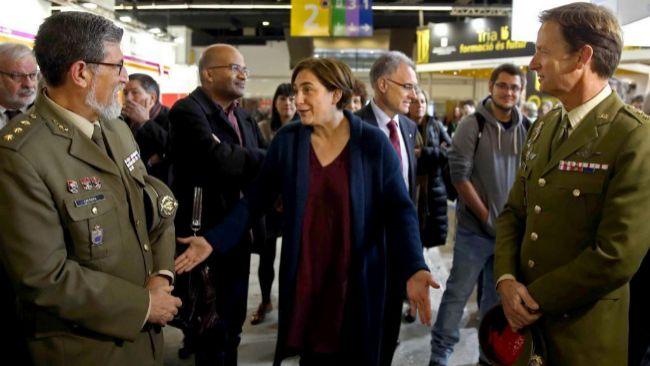 La alcaldesa Ada Colau se dirigió a los miembros del Ejército que...