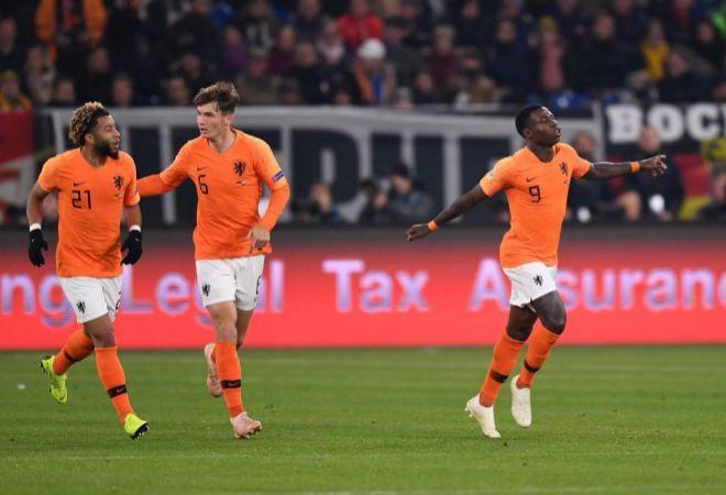 Promes celebra el primer gol de Holanda ante Alemania.