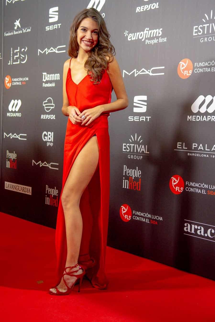 La cantante fue la más sexy de la alfombra roja, con este vestido...