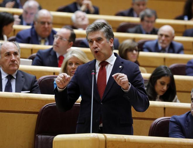 Ignacio Cosidó, portavoz del PP en el Senado, en una sesión de control al Gobierno.