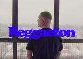El cantante J. Balvin en el videoclip de Reggaeton.