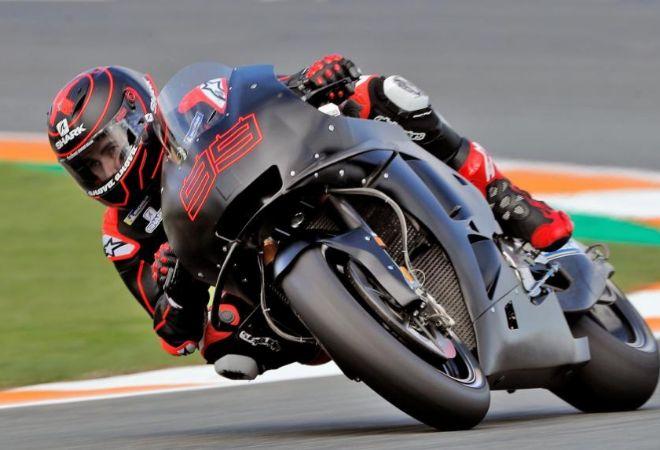 Jorge Lorenzo rueda por primera vez con la Honda en Cheste.