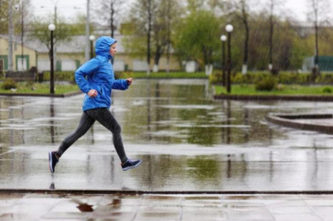 Por qué deberías de correr bajo la lluvia