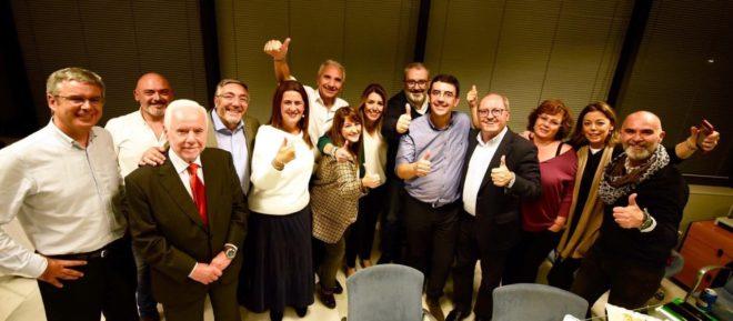 Susana Díaz con su equipo tras el debate de Canal Sur.