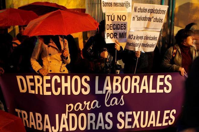 Concentración del sindicato Otras frente a la sede del PSOE.