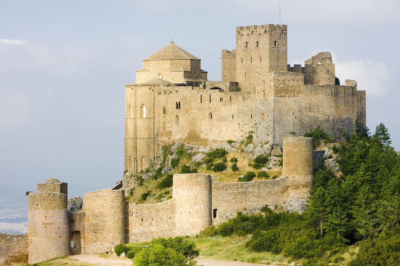 Este castillo situado en Loarre, Huesca, aparece ya citado en algunos...