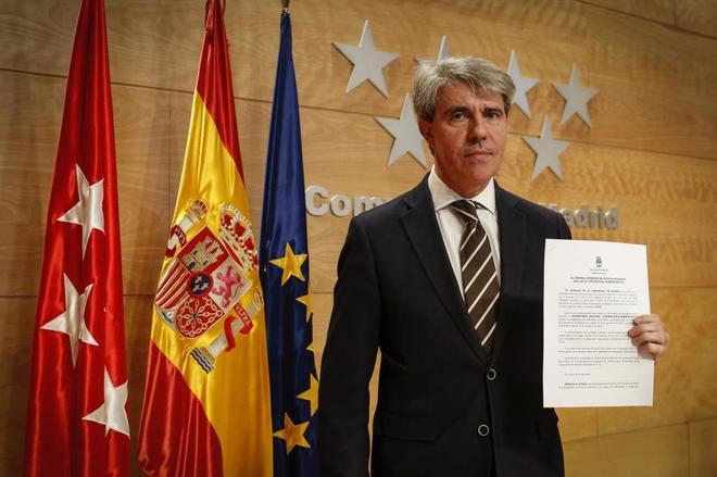 El presidente de la Comunidad de Madrid, Ángel Garrido, con el recurso contra Madrid Central