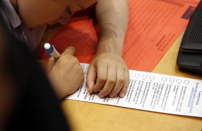 Un alumno de Primaria en el pleno infantil sobre la convivencia escolar celebrado en el Congreso.