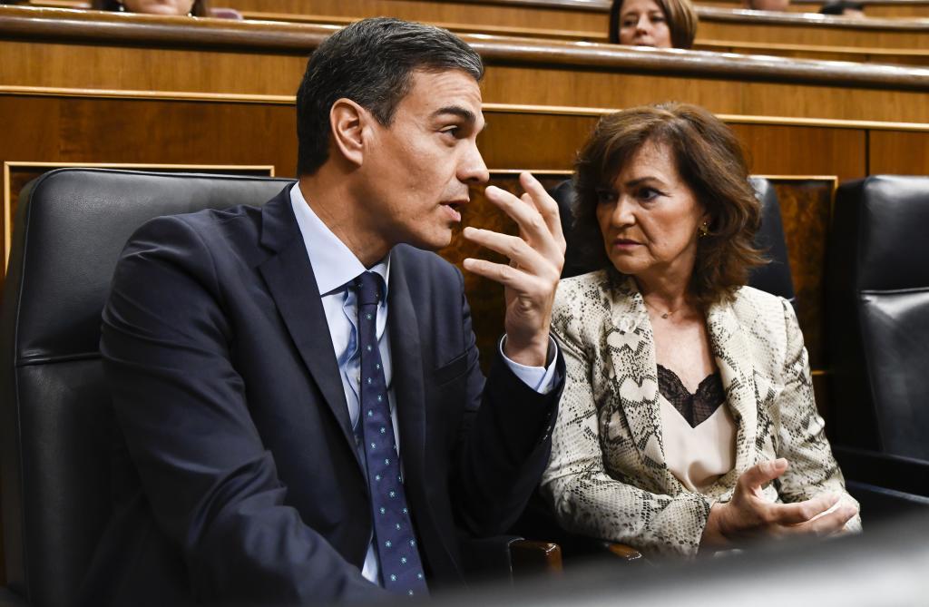 El presidente del Gobierno, Pedro Sánchez, y la vicepresidenta del Gobierno, Carmen Calvo.