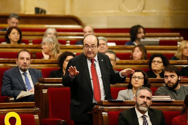 El primer secretario del PSC, Miquel Iceta, durante su intervención en la sesión de control del pleno del Parlament.