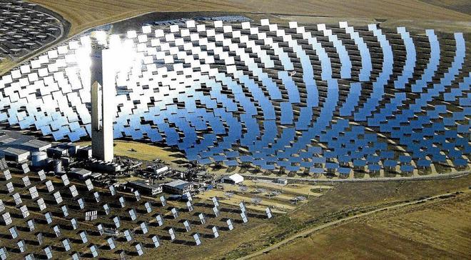 Imagen de la planta solar de Abengoa en San Lucar La Mayor.