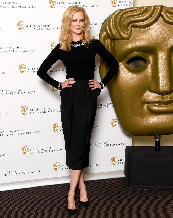 La actriz lució un 'total look' de Michael Kors.