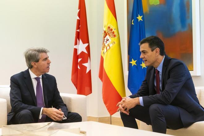 El presidente de la Comunidad de Madrid, Ángel Garrido, con el del Gobierno, Pedro Sánchez.