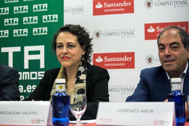La ministra Magdalena Valerio, y el presidente de la Asociación de Trabajadores Autónomos (ATA), Lorenzo Amor.