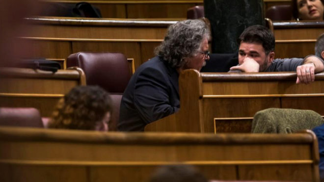 Los diputados de ERC Joan Tardá y Gabriel Rufián, hoy, en el Congreso de los Diputados.