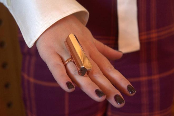 El vibrador 'Palma' dobla como accesorio de moda.