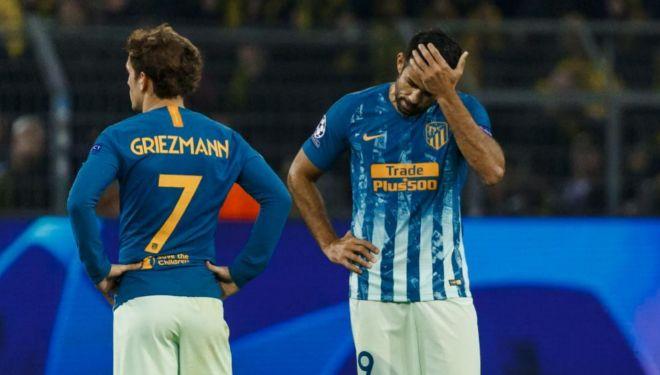 Griezmann y Diego Costa, durante el partido de Champions en Dortmund.