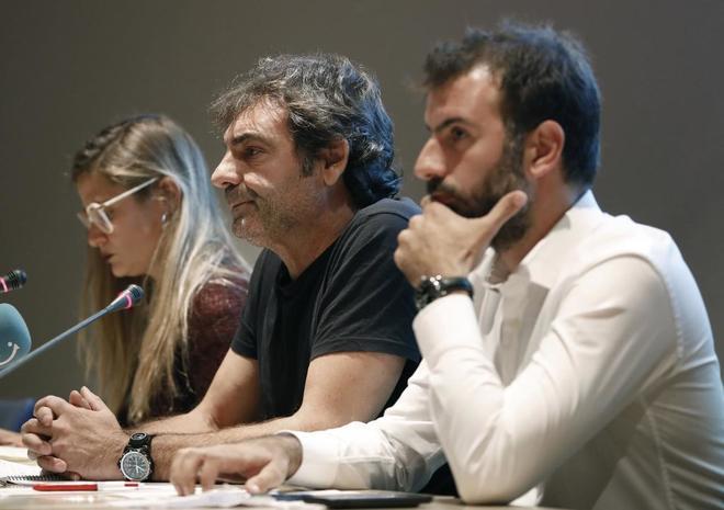 Los representantes de las organizaciones de salvamento Proactiva Open Arms, Oscar Camps; de Mediterránea, Giorgia Linardi, y de Sea Watch, Erasmo Palazzoto, durante la rueda de prensa.