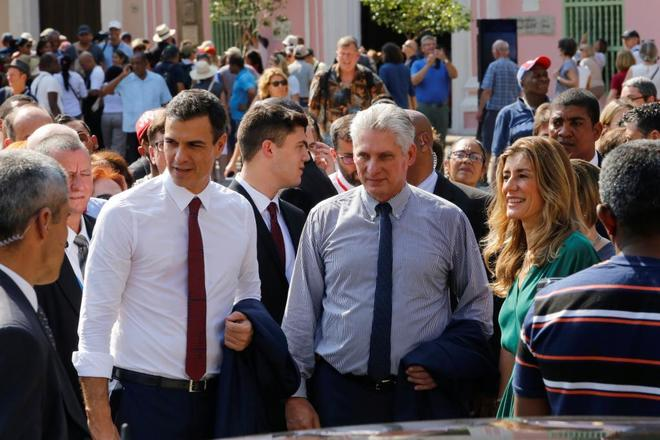 El presidente cuabano Miguel Diaz-Canel con Pedro Sánchez en La...