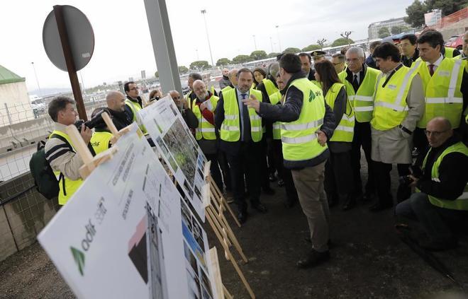 El ministro Ábalos con responsables de Adif y el aeropuerto de Barcelona visitó las obras .