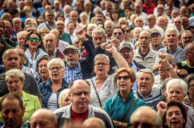 Pensionistas en una concentración en Bilbao.