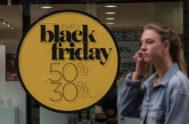 Cartel anunciando el Black Friday en un comercio de Palma.