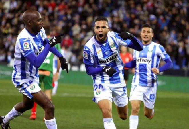 Los jugadores del Leganés celebran el gol ante el Alavés.