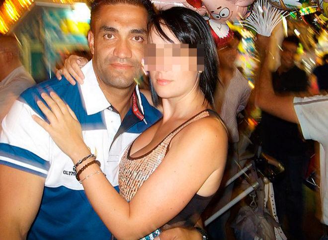 Sergio Ríos con su pareja cuando ya era chófer de la familia Bárcenas. Hoy es policía nacional. Tiene 43 años.