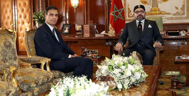 Pedro Sánchez y el rey Mohamed VI de Marruecos durante el encuentro mantenido en Rabat.