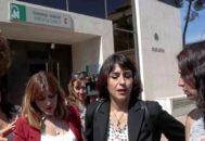 Juana Rivas, a las puertas de la Audiencia de Granada, durante el juicio que se celebró contra ella el pasado mes de junio