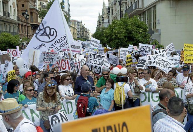 Manifestacion en contra de los recortes en sanidad de la Junta de...